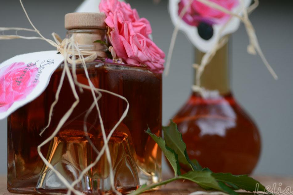Rosensirup fertig abgefüllt