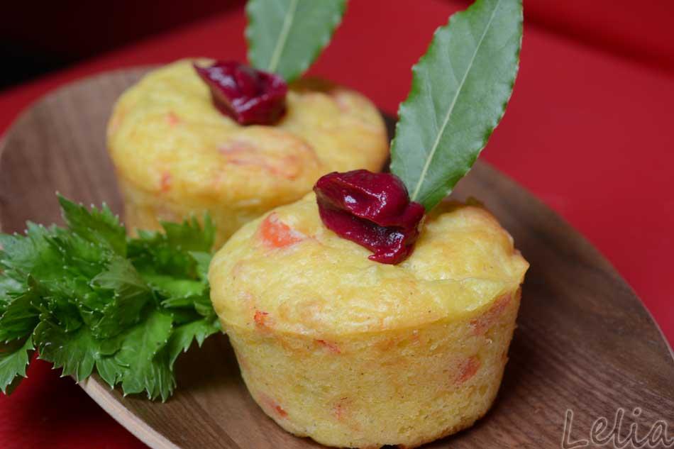 Paprika-Lachsmuffins mit Rohnen-Knoblauchdip