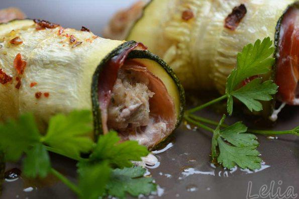 Zucchiniröllchen mit Faschiertem und Parmaschinken