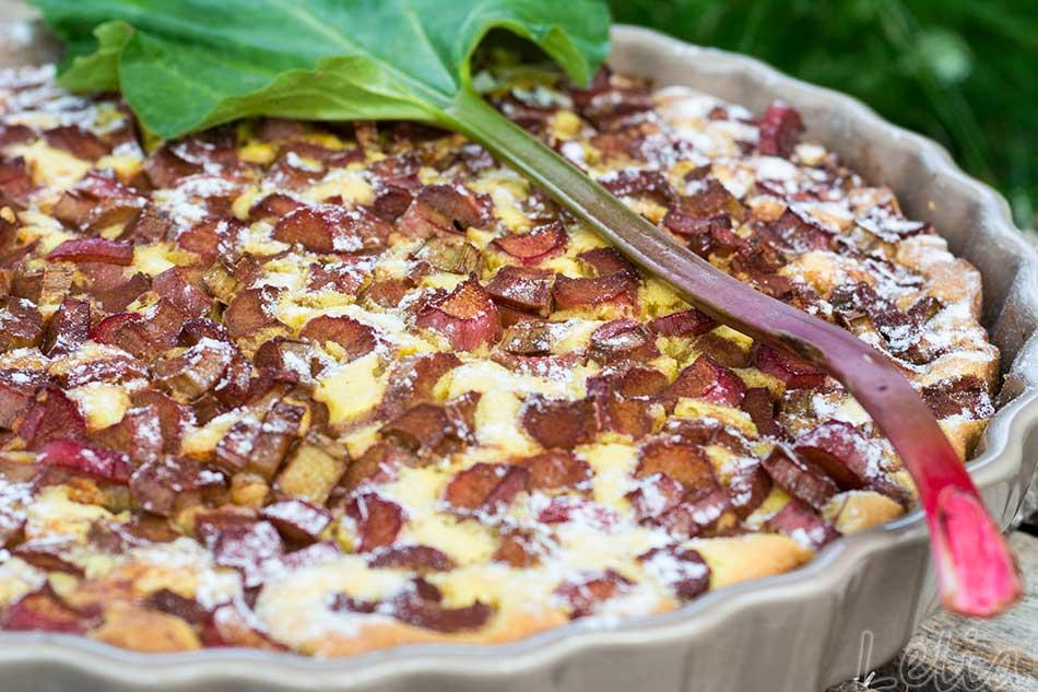 Rhabarberkuchen mit Mandelrührteig