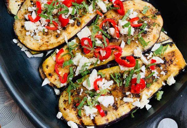 Vegetarischer Auflauf aus gegrillten Melanzani mit Wildkräuter Couscous